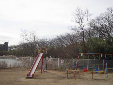 平池・遊園地.JPG