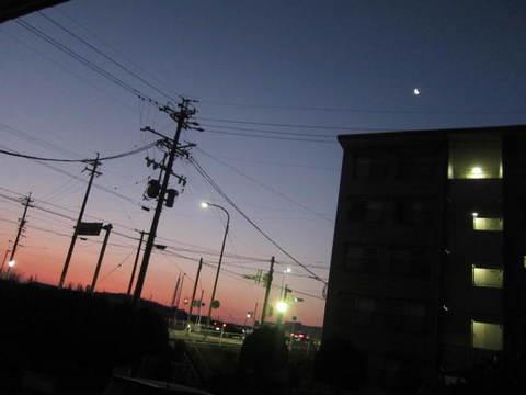 月と朝焼け・3.JPG