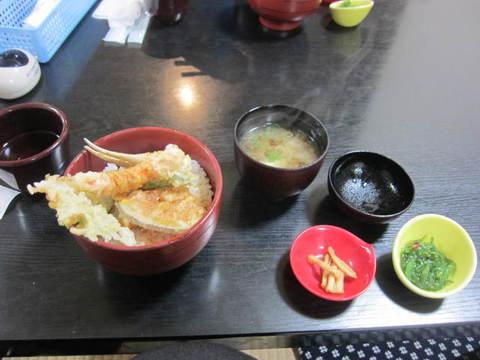 魚広場昼食.JPG