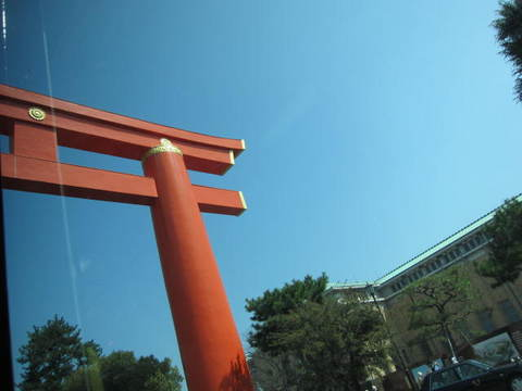 1・バス平安神宮鳥居.JPG