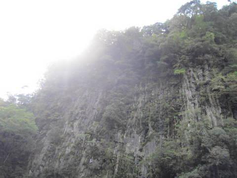 2-3・高千穂峡谷・4岩壁.JPG